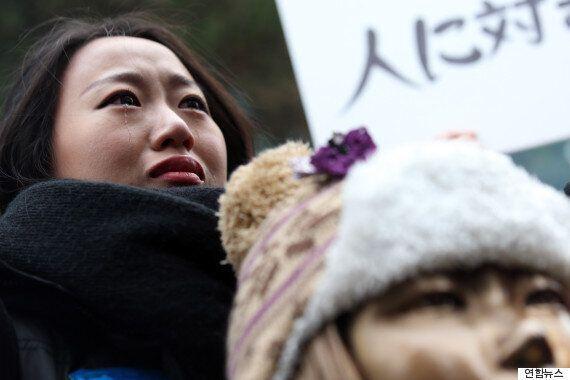 어버이연합, '아베 가면' 쓰고 소녀상에 '사죄 퍼포먼스'(사진,