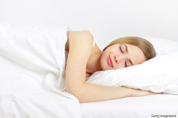 건강한 사람들이 잠에 들기 전에 하는