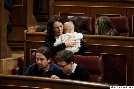 이 스페인 국회의원은 의회에서 아이에게 젖을