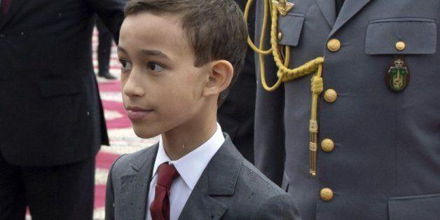 모로코의 12세 왕자가 손등 키스를 거부하는
