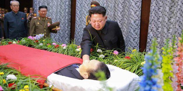 북 김정은이 김양건을 떠나 보내며 한