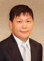 정운호 네이처리퍼블릭 대표, 상습도박 혐의로 징역