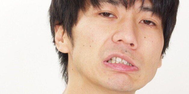 일본 개그맨 다카하시 겐이치, 20년 동안 여고생 교복