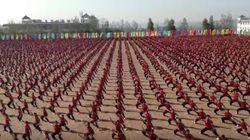 세계에서 가장 큰 중국 무술학교의 무술시범