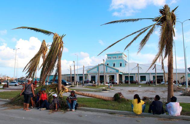 Τους 30 έφτασαν οι νεκροί από τον τυφώνα