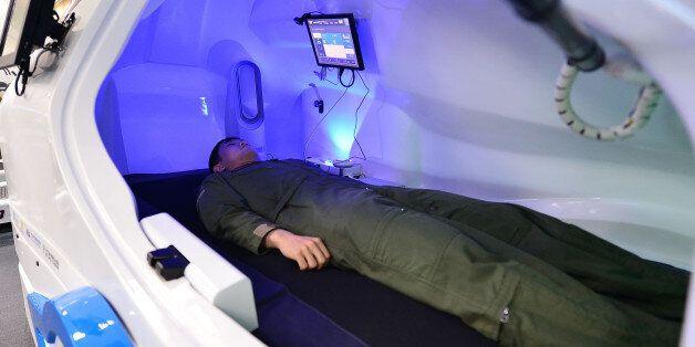 여고생의 상상이 '조종사 헬스케어 캡슐'을