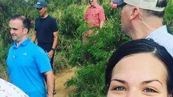 관광객들이 하와이에서 하이킹하던 오바마와