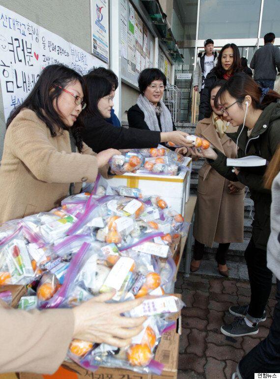 교수가 학생들에게 '주먹밥' 선물하는 대학교(사진