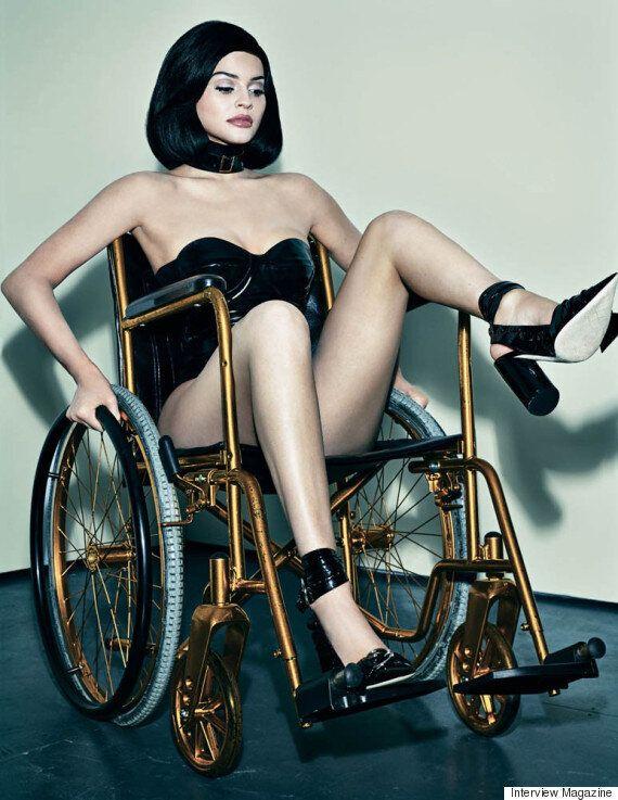 카일리 제너의 휠체어 패션 화보가 비난을 받는