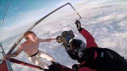 이 남자는 낙하산 없이 4천미터 상공에서