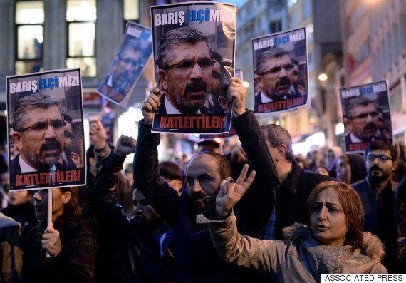 터키 쿠르드계 인권변호사 기자회견중