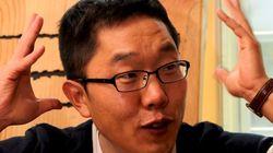 상복을 입고 SBS 사옥에 모여 김제동 퇴출을 외치는