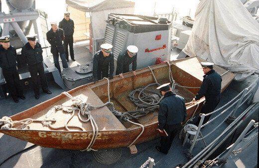 '북한 선적'으로 추정되는 선박에서 시신 10구가