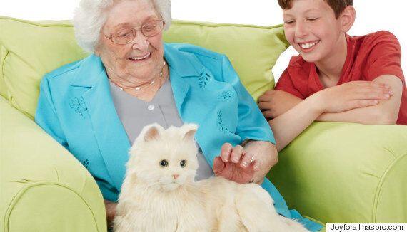 하스브로가 개발한 노인들을 위한 애완 고양이 로봇(사진,