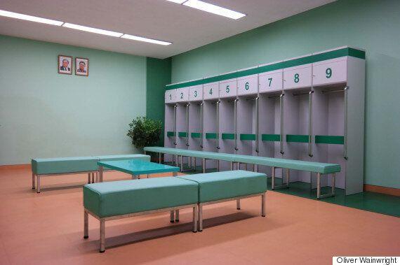 북한의 건축 인테리어는 웨스 앤더슨의 영화를