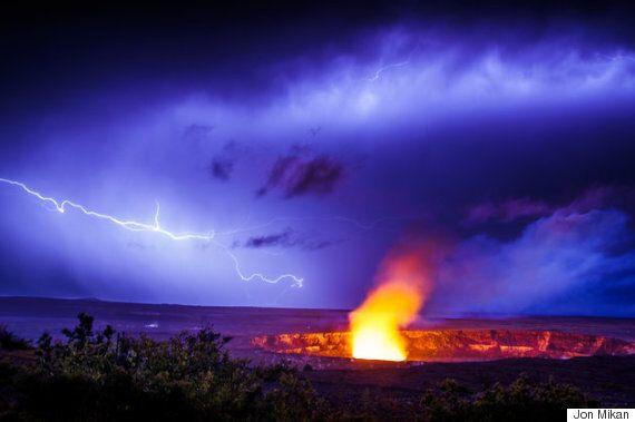 현실이라곤 믿기지 않는 하와이 화산 번개의