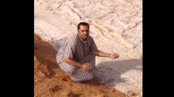 이 영상에서 강물처럼 흐르는 모래는 사실 모래가