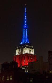 에펠 타워가 어제, 삼색 불빛으로