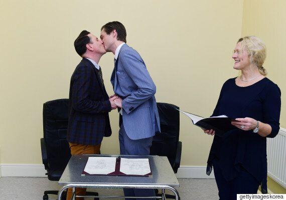 아일랜드 역사상 첫 동성부부가
