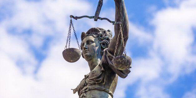 '여성 전신 몰카'에 대한 일리 있는 '무죄