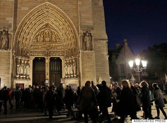 희생자들을 추모하기 위해 노트르담 성당에서 특별 미사가 열렸다(사진,