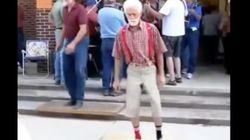 흥이 살아 있는 노인들의 댄스