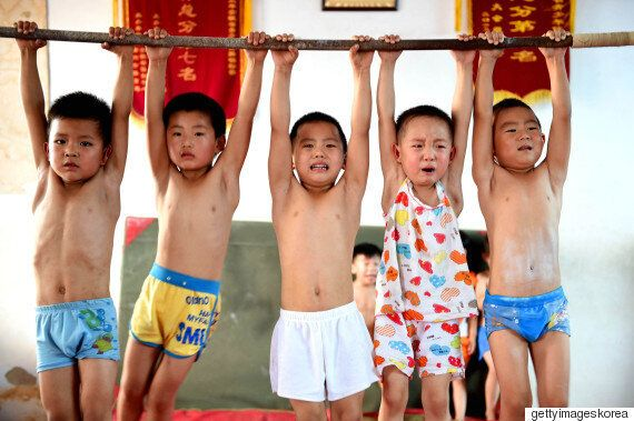 중국이 새로 도입한 2자녀 정책에 대한 5가지 거대한 질문과