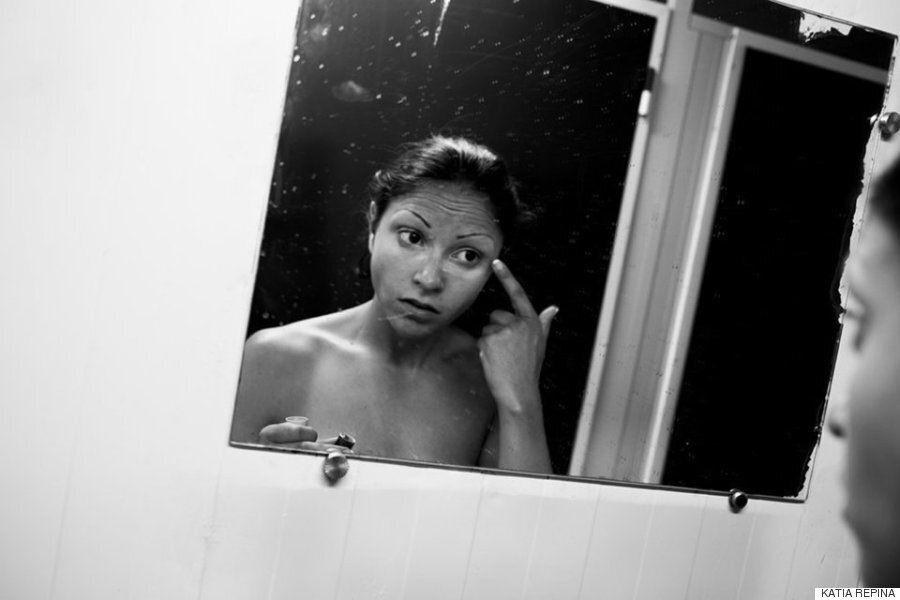 흑백사진으로 기록한 어느 포르노 스타의 일과 생활(사진
