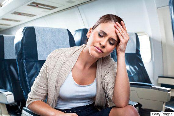 비행기 최악의 민폐 승객 1위는 뒤에서 좌석을 발로 차는