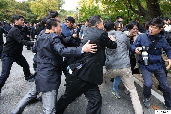 이대생이 시위 막아선 '사복경찰들'에게 보내는
