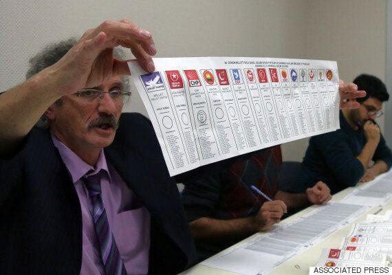 터키 유권자들은 민주주의보다 '안정적 정부'를