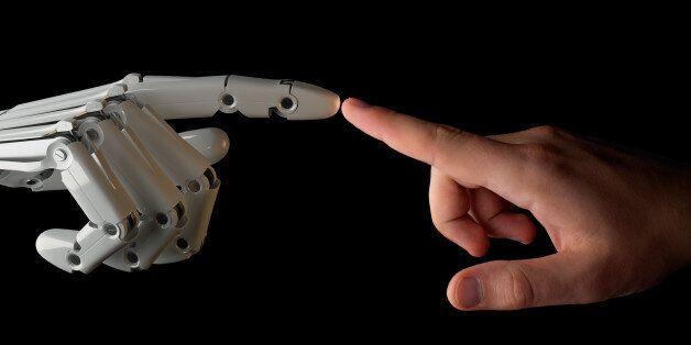 인간은 로봇에게 감정적인 공감을