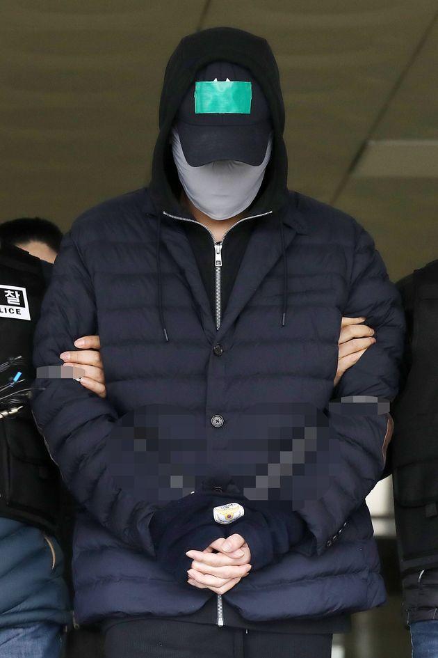 변종 대마를 상습 구입하고 흡입한 혐의를 받고 있는 SK그룹 창업주의 장손 최모씨가 4월 9일 오전 인천남동결찰서에서 인천지방검찰청으로 송치되고