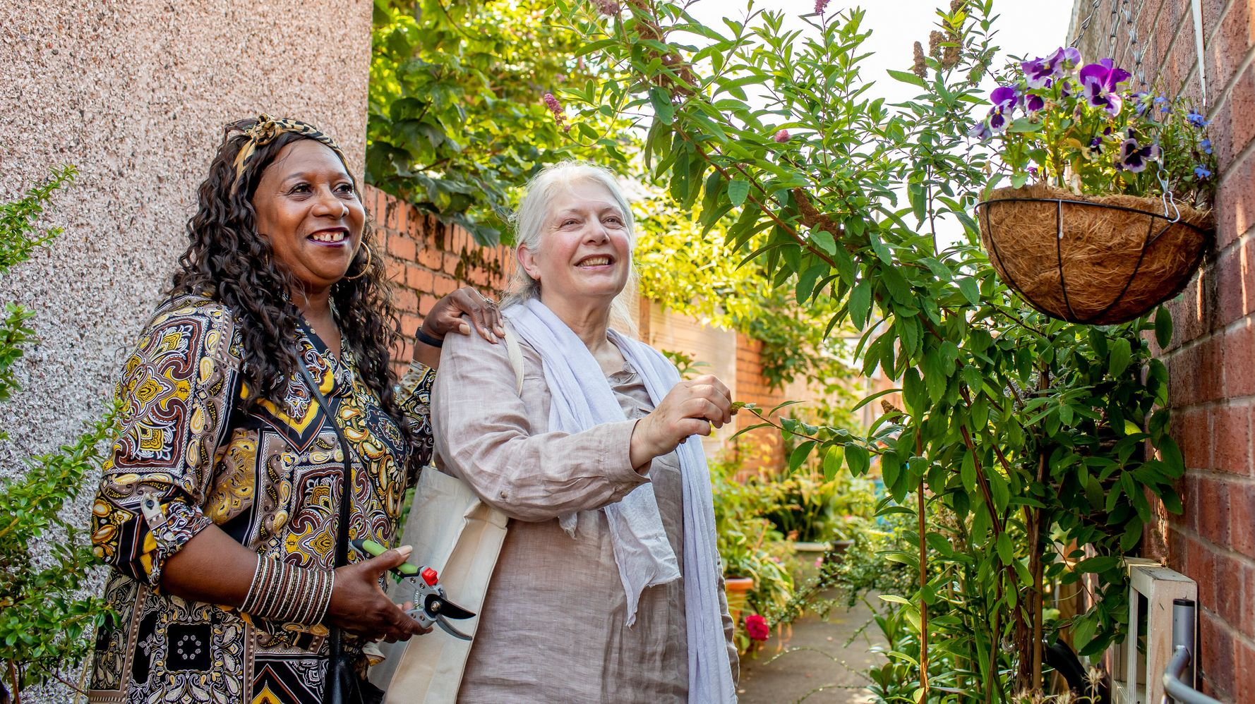 Meet Britain's Nicest Neighbours Who Go Above And Beyond For Their Communities