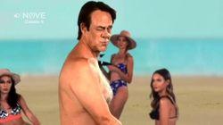 Slip bianco e camminata sulla spiaggia: Crozza è