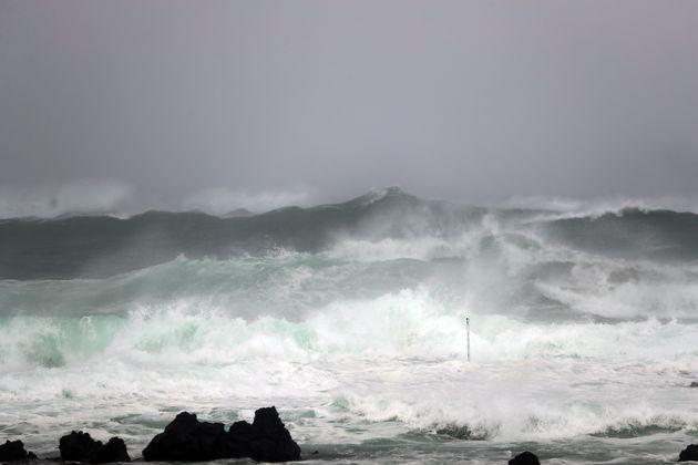 태풍 '링링'이 빠르게 북상 중인 6일 오후 제주 서귀포시 예래동 인근