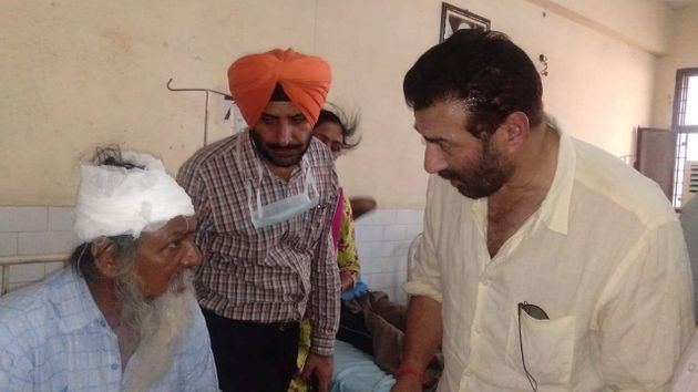 Gurdaspur MP Sunny Deol speaking to one of the blast victims at Civil Hospital in