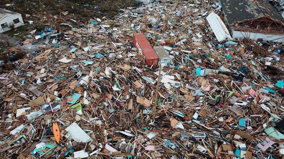 Σκουπίδια και κατεστραμμένα...