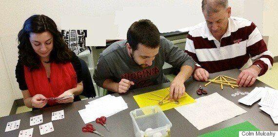 학자들이 수학적으로 완벽하게 담배를 쌓기 위해 노력하는