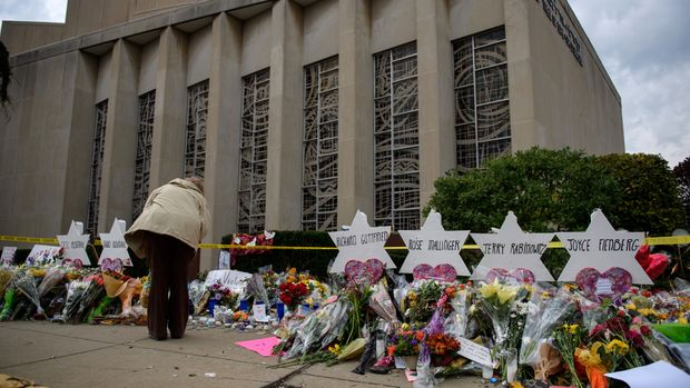 PITTSBURGH, PA - OCTOBER 31:  Mourners visit the memorial outside the Tree of Life Synagogue on October 31, 2018 in Pittsburgh, Pennsylvania. Eleven people were killed in a mass shooting at the Tree of Life Congregation in Pittsburgh's Squirrel Hill neighborhood on October 27. (Photo by Jeff Swensen/Getty Images)