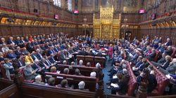 Nouveau revers pour Boris Johnson, la Chambre des Lords valide le report du