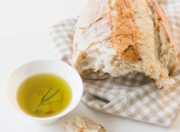 <i>P&atilde;es integrais s&atilde;o liberados na dieta mediterr&acirc;nea &ndash; mas melhor comer com azeite em vez de manteiga.</i>