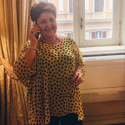 Governo, Bellanova selfie in giallo a pois neri: