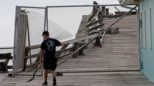 Ο κυκλώνας Ντόριαν πλήττει τη Βόρεια Καρολίνα με ανέμους ταχύτητας 150 χλμ. την