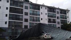 태풍 링링의 강풍에 아파트 지붕 덮개가 날아갔다 (피해 사진