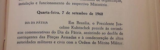 Descrição do primeiro desfile da independência em Brasília no Livro Síntese cronológica 1960, volume
