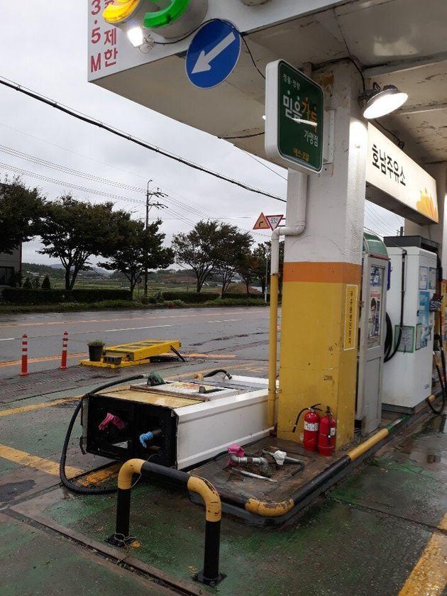 태풍 링링의 영향으로 전남 해남군 해남읍의 한 주유소에서 주유기가 쓰러졌다는 신고가
