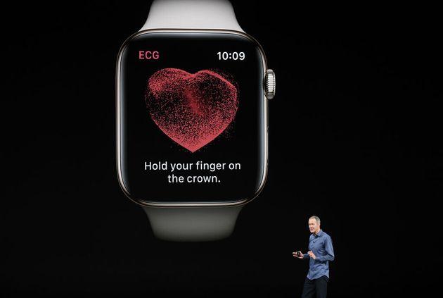 米国時間2018年9月12日水曜日、米カリフォルニア州クパチーノにあるスティーブ・ジョブズ・シアターでのイベントで講演するAppleの最高執行責任者であるジェフ・ウィリアムズ(Jeff Williams)氏。Appleは今年もここで新製品を集中的に発表し、ほぼ1年続いたマイナーアップデートから抜け出して、大手IT企業として強力な態勢でホリデーシーズンを含む四半期に備える。 写真撮影:David Paul Morris/Getty ImagesによるBloomberg