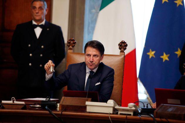 Sondaggio di Pagnoncelli sul governo Conte II: non piace al 52% degli