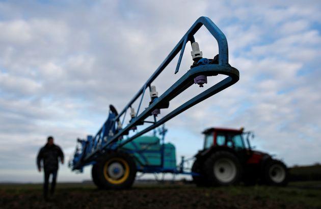 Pesticides: le gouvernement veut une distance minimale entre les champs et les habitations (photo d'illustration...